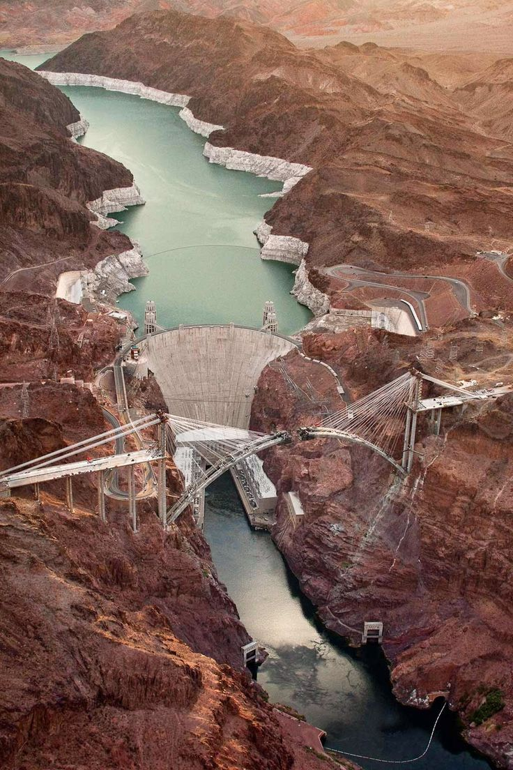 rhubarbes: The Bridge at Hoover Dam by Jamey Stillings. (via ::B L O G H I S T A P E R C A S O::: Jamey Stillings :: The Bridge at Hoover Dam) More Landscapes here.