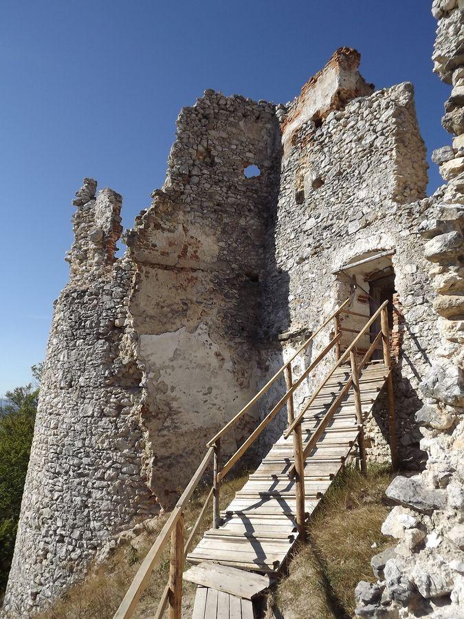 Hrad Uhrovec /Uhrovec castle by Marek  on 500px