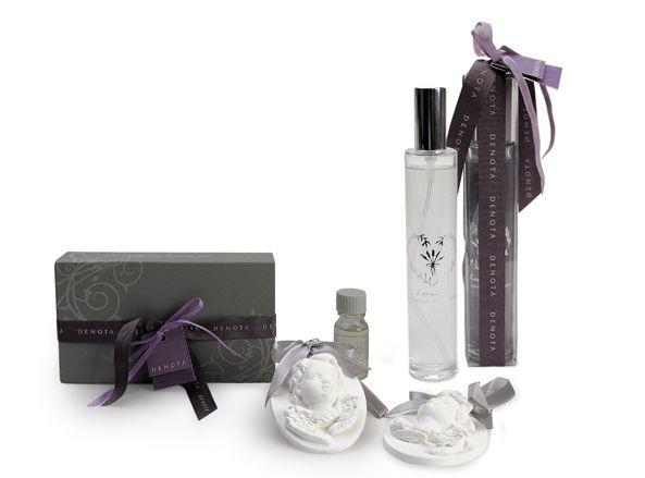 Nella confezione regalo Denota: 2 angeli in gesso, Olio essenziale alla lavanda e Spray profumato alla lavanda.