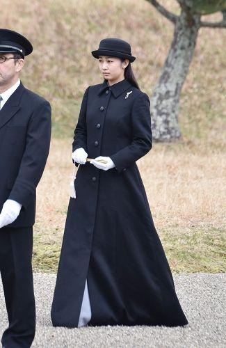 佳子さま:神武天皇陵に参拝 お一人で成年皇族の報告 - 毎日新聞