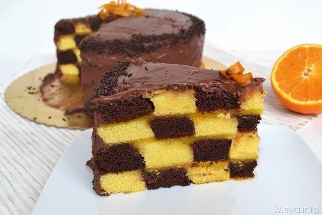 La torta a scacchi è il dolce che ho deciso di preparare quest'anno per il compleranno di Ivano, come vi avevo detto nei giorni scorsi, avevo voglia