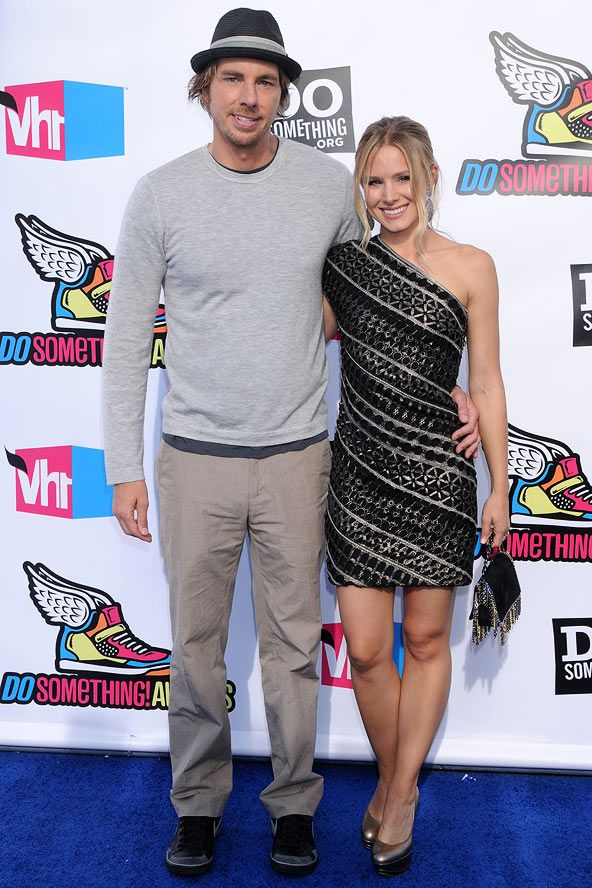 "Kristen Bell: 5ft 1""   Dax Shepherd: 6ft 2""   Height Difference: 13 inches"
