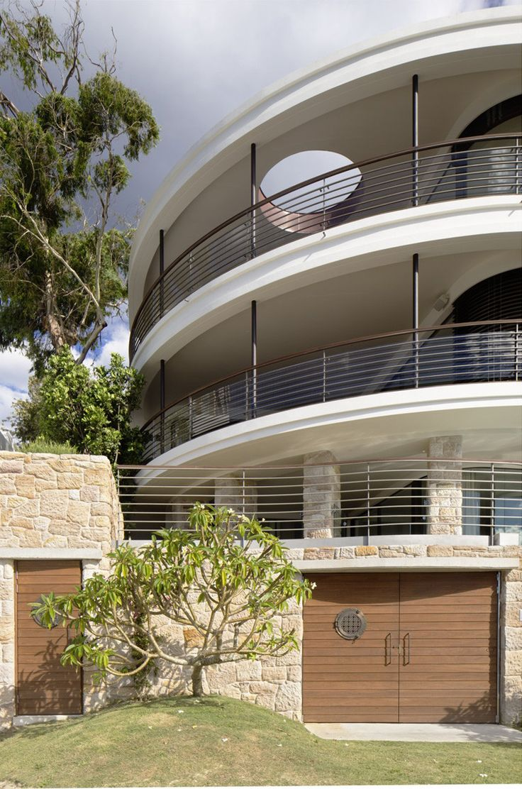 Luigi Rosselli Architects | Harbour Front-Row Seat | large layered balconies with circular skylight | © Justin Alexander