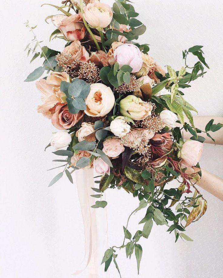 девочки, если хотите, чтобы ваш мужчина подарил вам букет от @flowerslovers.ru на предстоящие праздники любви и женственности, невзначай оставьте телефон, открытый на этом посте, в его поле зрения или недвусмысленно отметьте его под этим постом  мужчины, если вас отметили, то для заказа звоните 8 (985) 911-57-49 или пишите на flowers@flowerslovers.ru - и мы доставим самый красивый букет для вашей любимой
