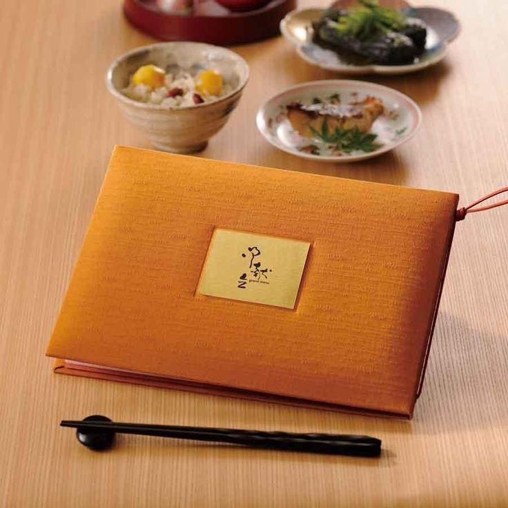 メニューブック 和風 B5 8ページ仕様 坐布団-YOKO 座禅で使われる「座布団」をモチーフにしました。明治創業、京都の老舗座布団専門店のツムギ生地を使用し、伝統的な日本の色を選びました。 正方形では使いづらいというお客様にA4サイズがそのまま入るサイズをご用意しました。色の組み合わせは全部で36通りです。   飲食店に必要なメニューブックや伝票ホルダー、看板などの飲食店に必要な備品を取り揃えています。料理やインテリのこだわりが[ビヒンのマルシェ]できっと見つかります。
