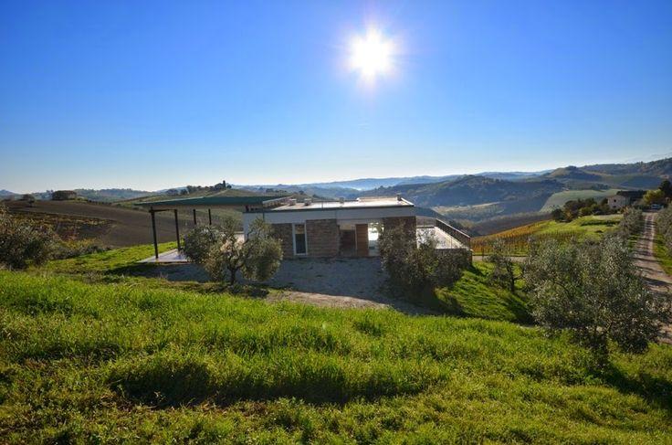 PS Winery nasce nel 2007 in una tipica casa mezzadrile del '500 nelle Marche e più precisamente nel Ciafone Offidano: una sottozona del Piceno molto conosciuta per il suo terroir e la sua produzione di vini.