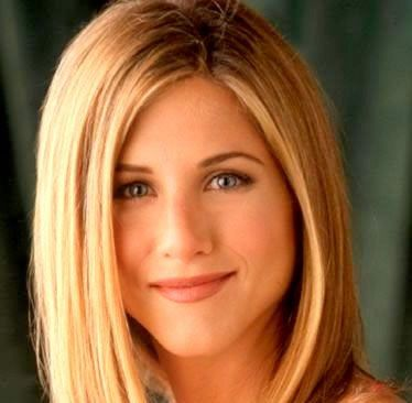 Jennifer Aniston. Famously called as a sweetheart of US, She is my favorite of the Friends gang. Every girl wants to be like Rachael green. Yes why not! She is beautiful, smart, witty & sexy. Thumbs up for this lady, for living up to her character in the sitcom so truly amazing & leaving a mark behind. The way she carries herself on screen & in all her interview is surely creditable.