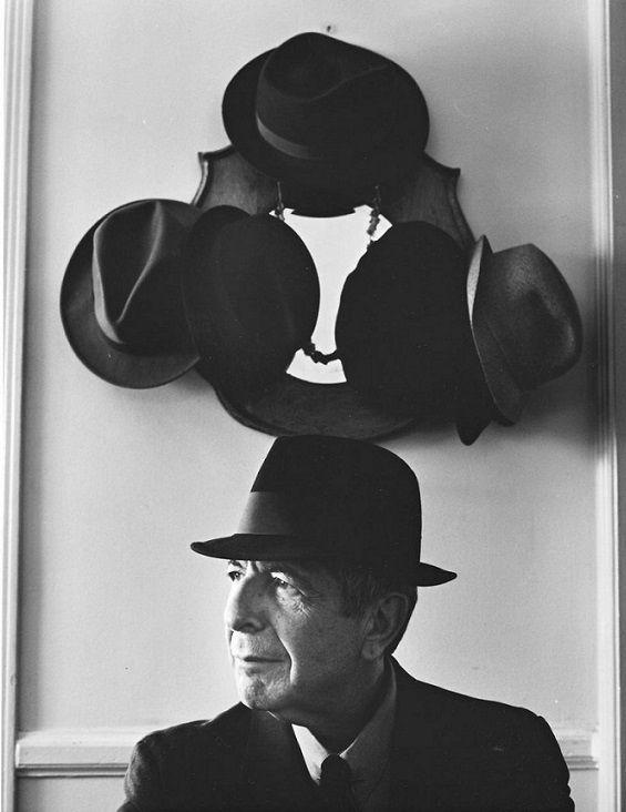 Jelenségek: Kalapok és Leonard Cohen by Annie Leibovitz