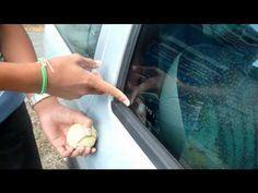 Comment ouvrir une voiture si on a perdu ses clef ou laisser a l'intérieur , et sans casse ! Voici la solution,simplement avec l'aide d'une balle de tennis trouée. Si vous aimez, partagez l'astuce avec vos amis: Ajoutez un commentaire commentaire(s)