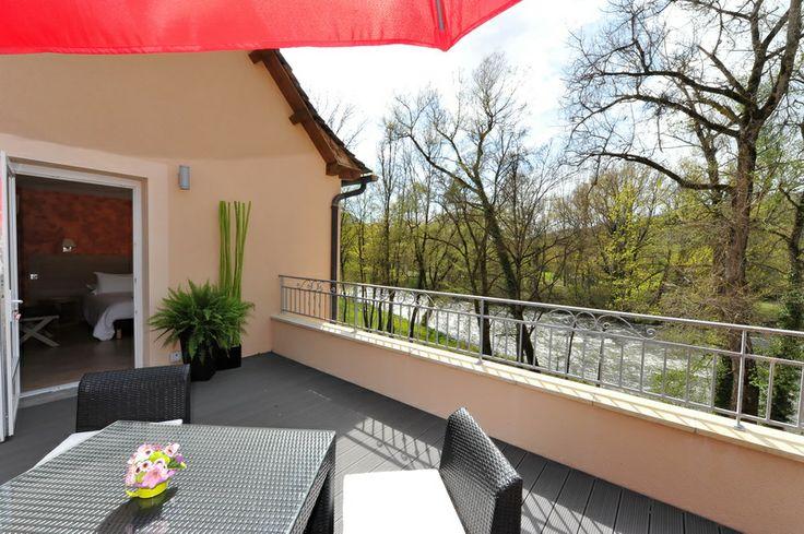 Depuis votre chambre de l'Hôtel Les 2 Rives profitez de la vue sur le Lot en Lozère #séjour détente en Lozère # séjour romantique à 2 #hôtel les 2 rives