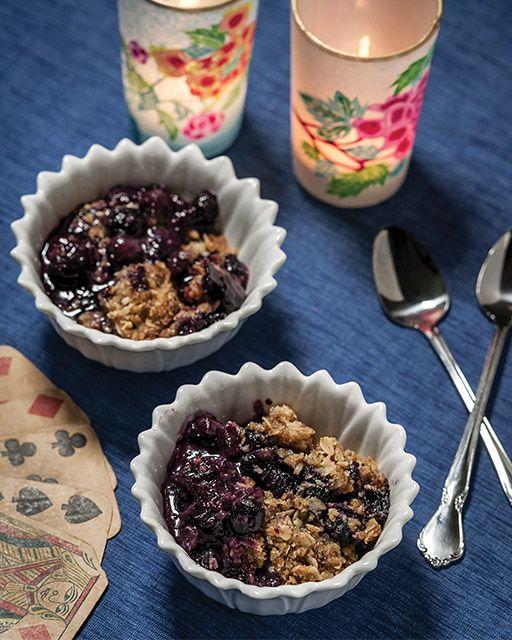 Blueberry Oatmeal Crisp - http://www.sweetpaulmag.com/food/blueberry-oatmeal-crisp #sweetpaul