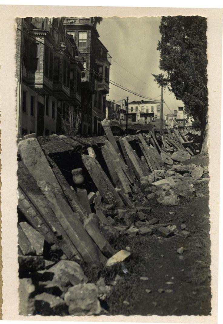 Beşiktaş'ta Abbas Ağa Müslüman Mezarlığı'nın Parka Dönüştürülmesi / 1938 Müfid Yüksel Arşivi