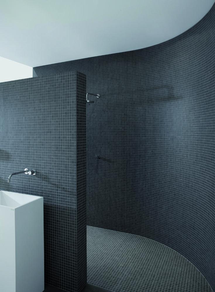 Donkere mozaïektegels. Het mozaïek uit de XXS collectie is verkrijgbaar in twee formaten: vierkant en rechthoekig. Elk blokje is afgewerkt met een facetrandje. Mosa