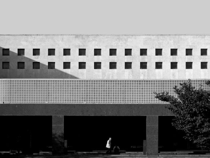Palazzo delle Poste in via Marmorata, 1933-1935 di Adalberto Libera e Mario de Renzi foto di Adriano Mura