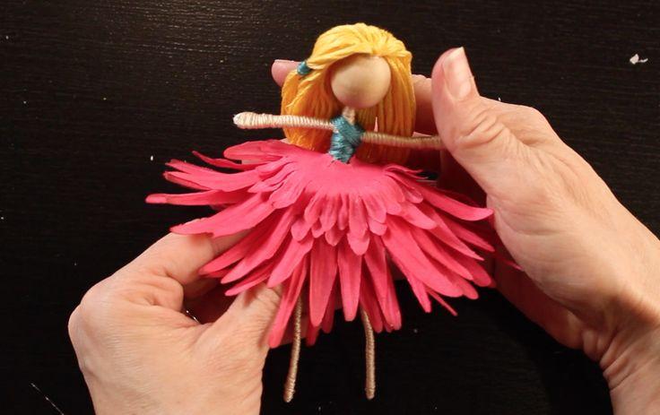 花びらがドレスに大変身!造花を使ったお人形『フラワードール』の作り方