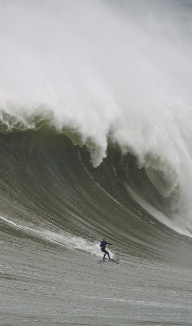 It's all swell in Portugal for Sebastian Steudtner http://win.gs/1lU86Cu #surf Image: © jeffflindt.com