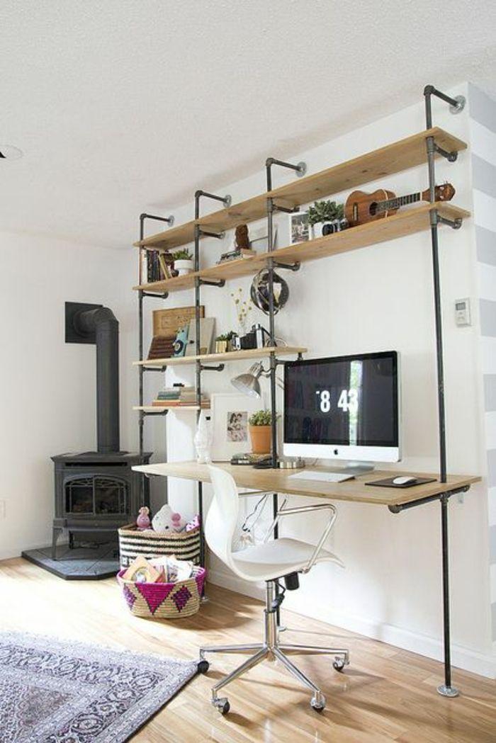 cheminée noir, étagère en bois et fer, mur blanc, plafond blanc, salon moderne