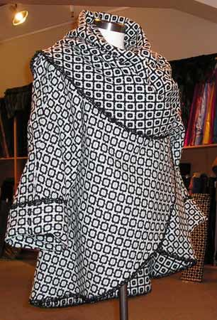 sewing: cape-coat ,,,, site is in Russian, but it looks easy enough to follow. Google Translate helps a bit.