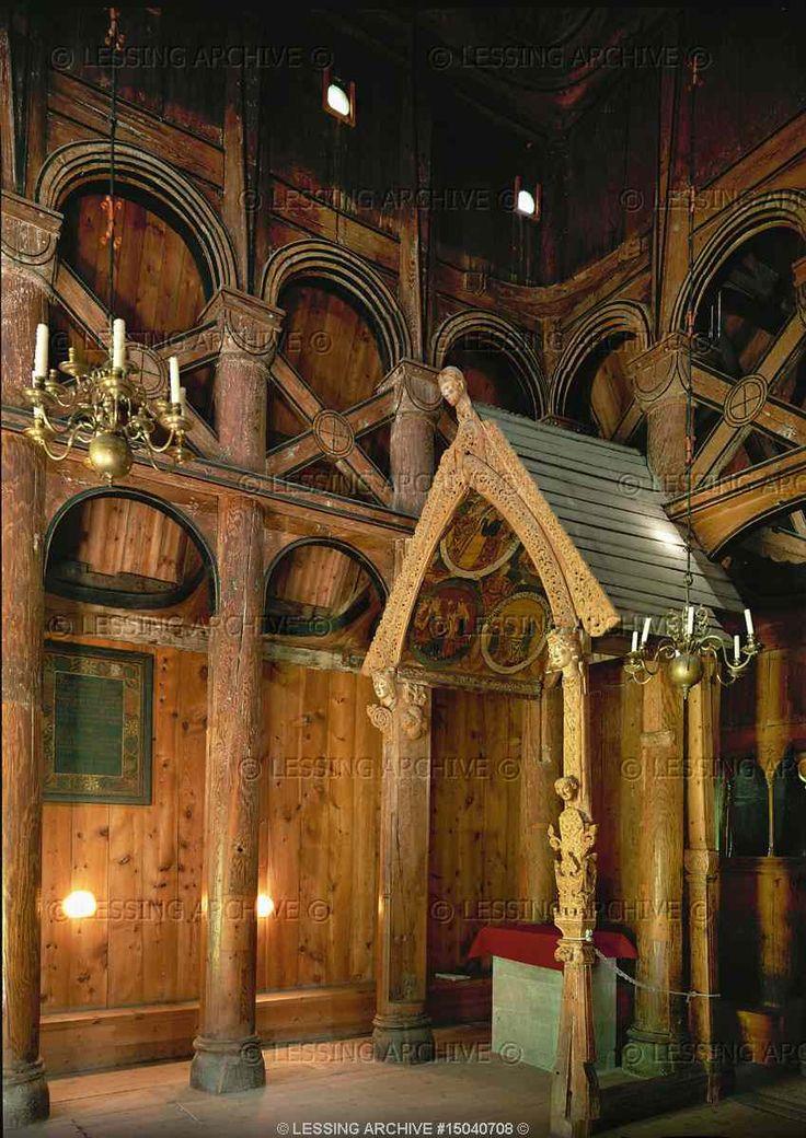 Interior da Igreja Borgund Stave, Noruega.