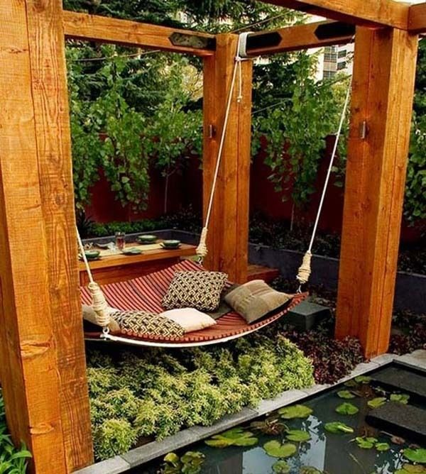 Relax in a giant hammock swing you can make. I want this! Poolandspa.com