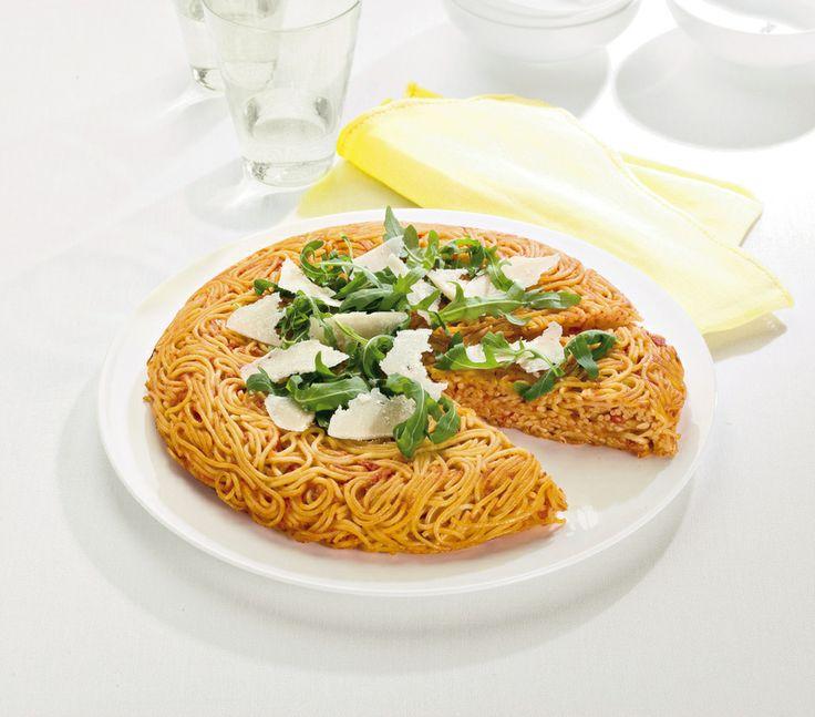 Frittata di spaghetti con rucola e grana