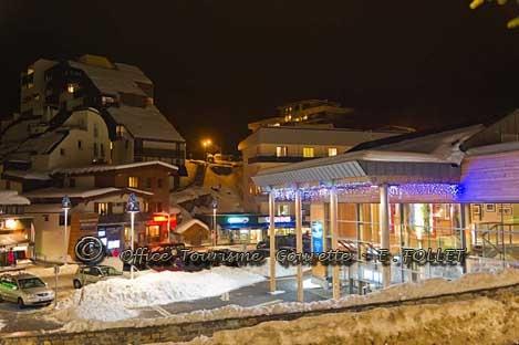 Maison de Gourette la nuit.  www.gourette.com