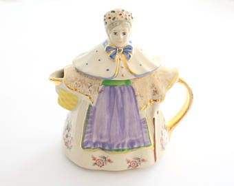 TEAPOT, Vintage, Rare Gold Gilt Handle Teapot by Shawnee Pottery, Granny Ann, Made in USA, Collectible - ca. 1937 - 1961