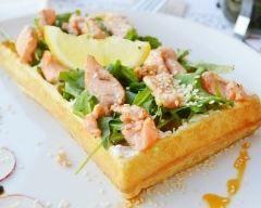 Gaufre salée au saumon façon pizza : http://www.cuisineaz.com/recettes/gaufre-salee-au-saumon-facon-pizza-88188.aspx