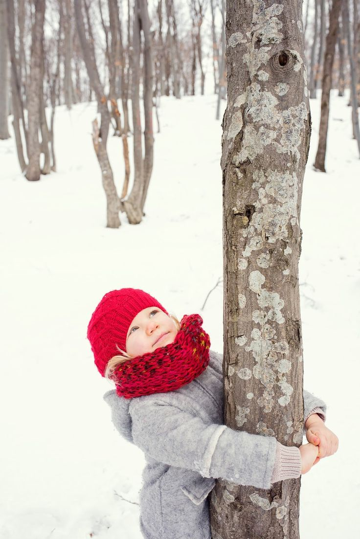 winter family time, winter kids, winter family photos, winter photo shooting, winter photos with kids, kids of winter, family photos, winter blonde girl, winter girl, red hat girl, girl in woods, embrace a tree, girl embracing tree