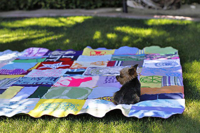 A T-SHIRT QUILT TUTORIAL: Upcycle Thrift, Baby Clothes, Baby Blankets, Thrift Shop Finds, T Shirts, Trendy Home Decor, Upcycling Ideas