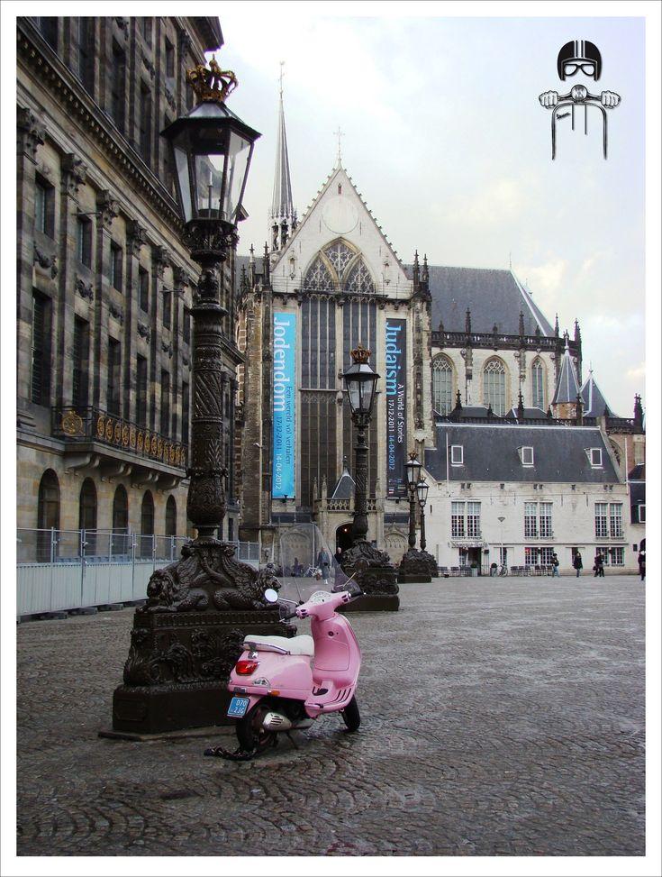 Vespa lx pink Amsterdam