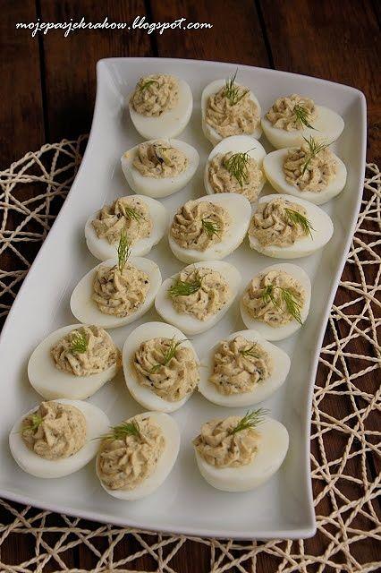 Jajka faszerowane pastą oliwkową