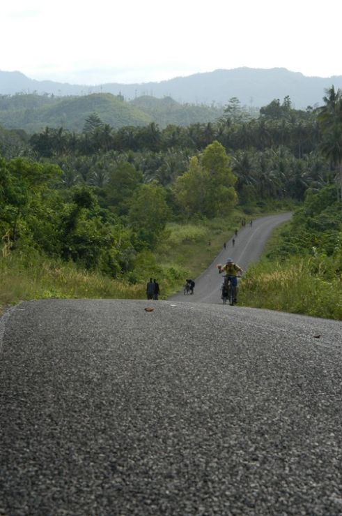 Manus Island of Manus Province in the country's north is another gem for bike riding. There are many sealed roads in the main town through to Momote airport with mostly flat surfaces, which makes bike riding here relatively easy. https://gudmundurfridriksson.wordpress.com/2016/03/03/pedalling-png/
