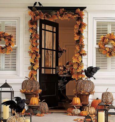classic fall decor: Decor Ideas, Halloween Decor, Fall Decor, The Crows, Falldecor, Front Doors, Halloweendecor, Fall Porches, Front Porches