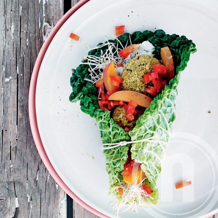 Wrap med grønne falafler, sødt og sprødt