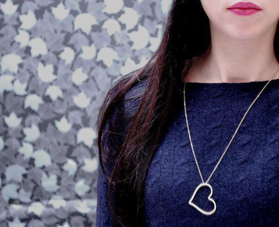 Heart pendant necklace  Large gold heart pendant  door Fitzberries
