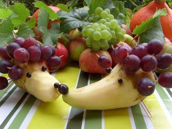 Ježek - hruška a hroznové víno
