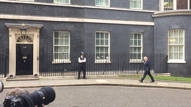 Boris Johnson saunters into Downing Street with hands in his pockets after Theresa May's speech. Uh-Oh. 13.07.2016.