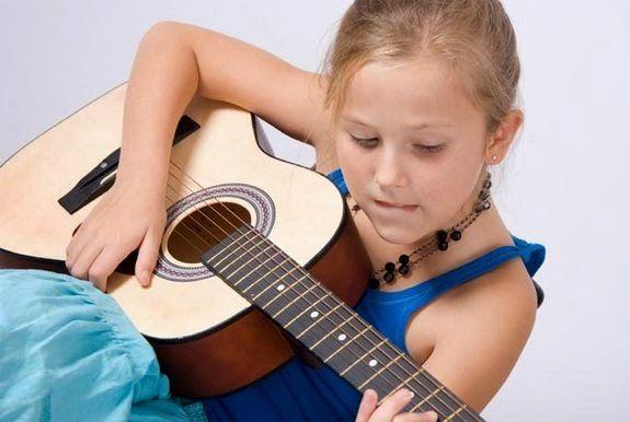 ΚΑΡΑΓΓΕΛΗ ΚΥΡΙΑΚΗ - ΜΑΡΙΑ    (ΔΑΣΚΑΛΑ): Η σημασία της Μουσικής στα παιδιά