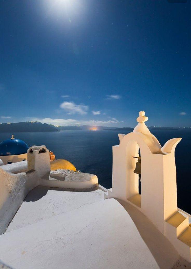 La Luna. Santorini island, Greece - Selected by www.oiamansion.com