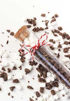 Como fazer um chocolate quente de pote que você pode presentar com carinho as pessoas que mais gosta. Bora aprender? Leva apenas 10 minutinhos para ficar pronto!