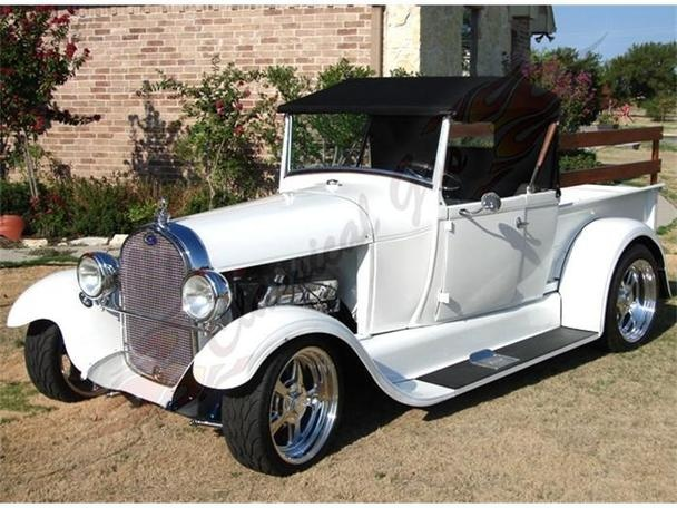 Texas knows how to grow 'em right! Great 29 Ford roadster sitting on nicely sized tires.