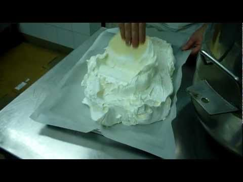 Come fare il Pan di Spagna con montante - Video - Tutorial - YouTube