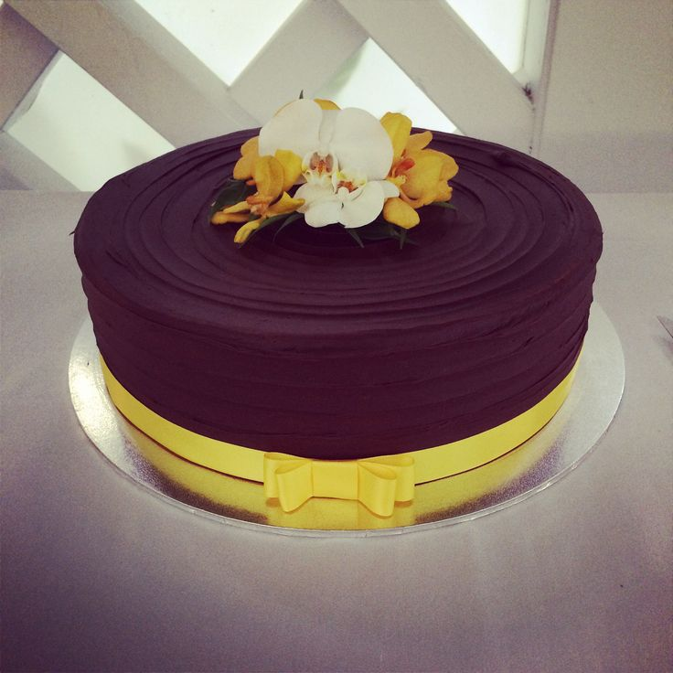 White chocolate mudcake with raspberries and a dark chocolate ganance  Passion For Cakes - Cairns Wedding Planner - Palm Cove Wedding