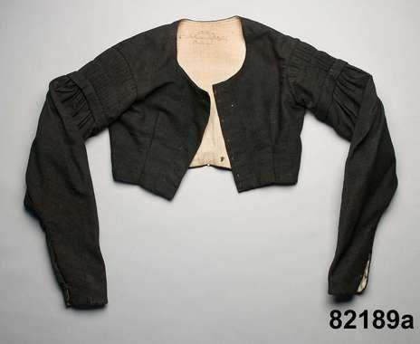 Klänningsliv/tröja i halvylle, Halland, ca 1840-50. Nordiska Museet, nr NM.0082189A-B