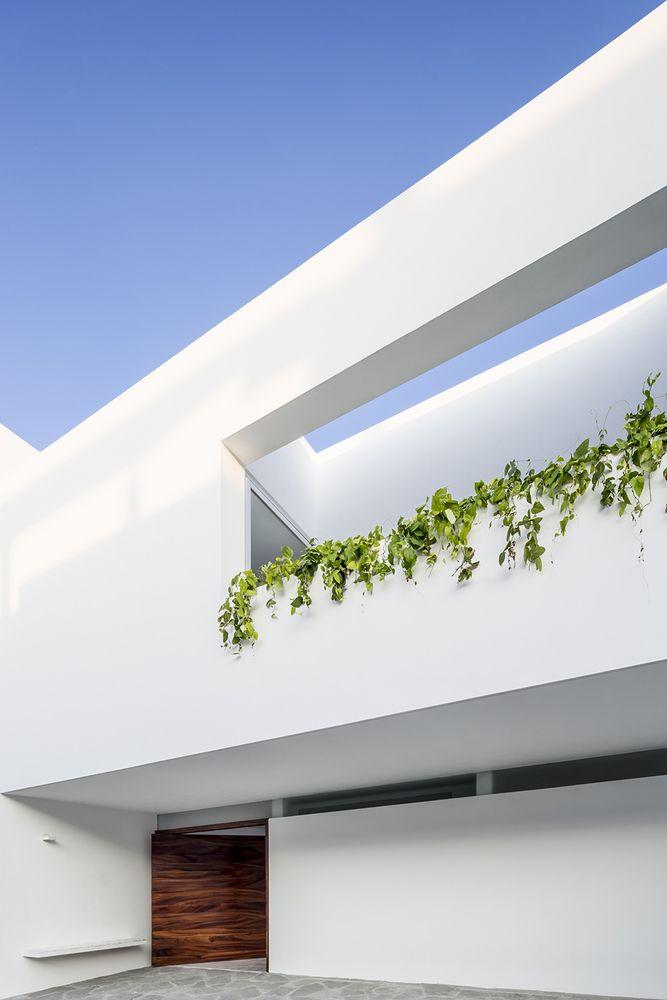Gallery of V House / Abraham Cota Paredes Arquitectos - 3