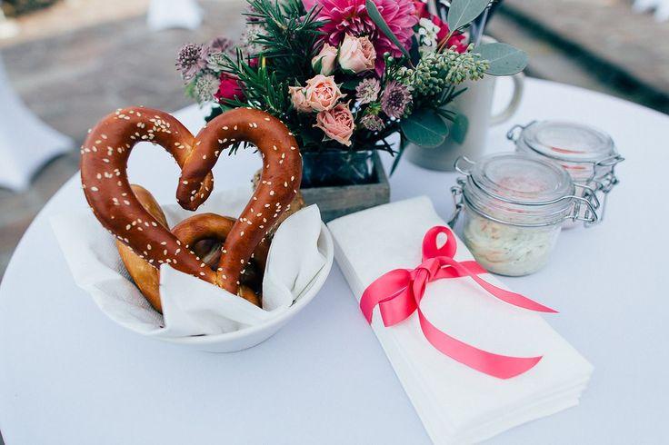 Wenn ihr überlegt, einen Hochzeitsplaner zu engagieren, erfahrt ihr hier Gründe, die dafür sprechen - im Interview mit Doreeen Winking aus München