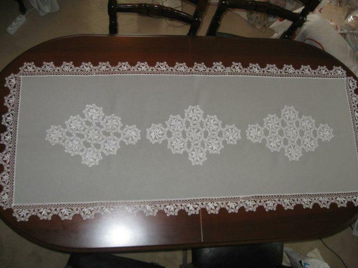 Linen & needlework tablerunner