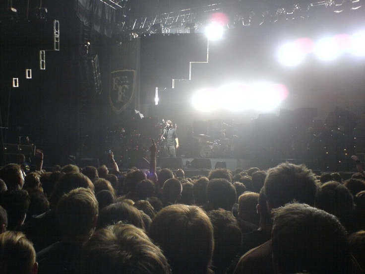 Foo Fighters - 18/12/05 - Live @ Earls Court. My first time seeing them.