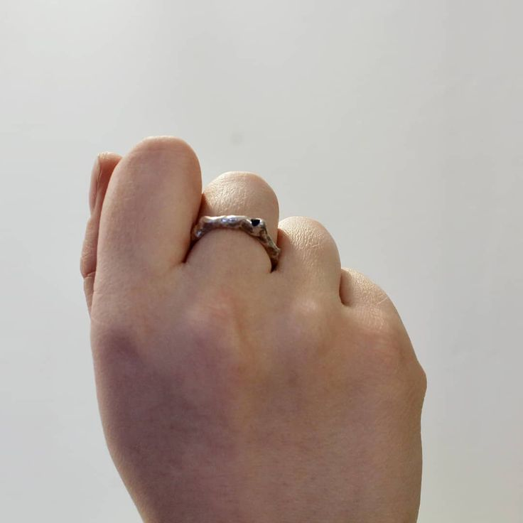 Each Unika Ring is unique✨ They each handmade by me👋 the entire Unika Collection are made by melting the material and that is what gives the unique and raw look😍#KnappmannDesign #DanskDesign #danishdesign #Danmark #Denmark #style #ootd #OutfitOfTheDay #pretty #jewelry #jewellery #guld #gold #silver #sølv #handcrafted #handmade #håndlavet #looks #sapphire #blue #bluesapphire #safir #madeindenmark #ring #rings #entrepreneurlifestyle #iværksætter #entreprenør